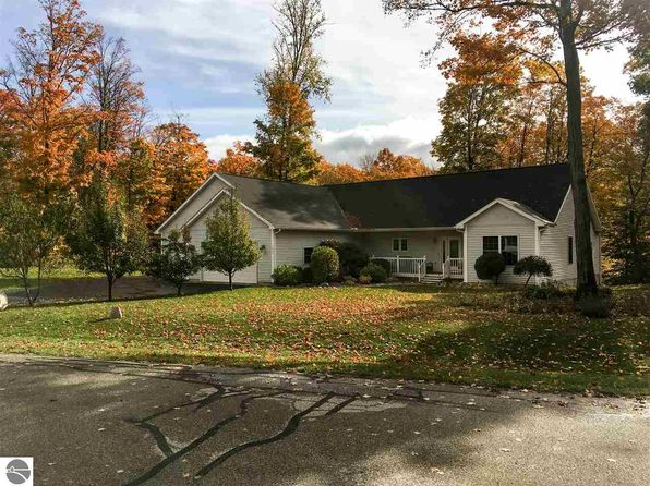 5 bed 4 bath Single Family at 1661 Duke Holw Traverse City, MI, 49686 is for sale at 398k - 1 of 79