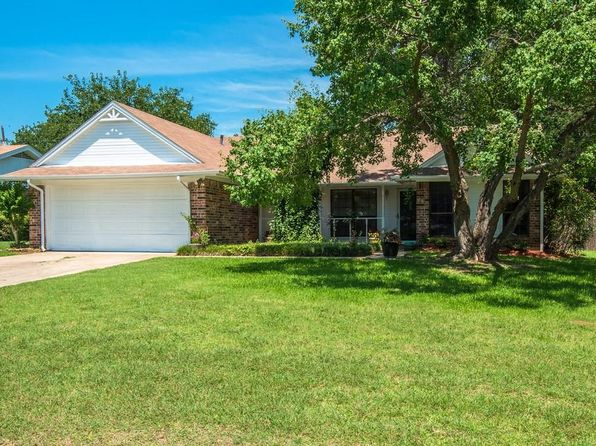 3 bed 2 bath Single Family at 241 Lilac Ln Azle, TX, 76020 is for sale at 135k - 1 of 29