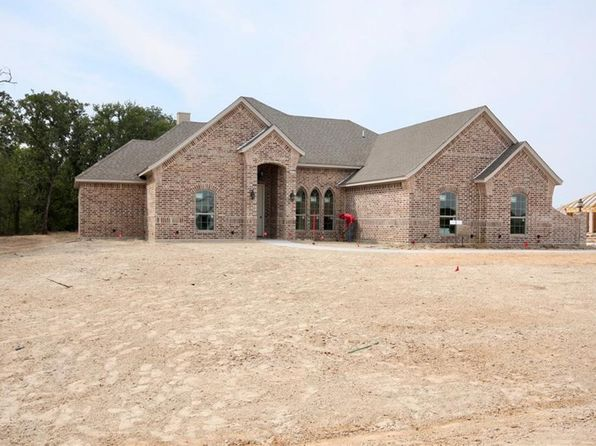 4 bed 2 bath Single Family at 119 Hackberry Pointe Rd Brock, TX, 76087 is for sale at 290k - 1 of 27