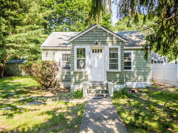 2 bed 1 bath Single Family at 572 MAIN ST VINEYARD HAVEN, MA, 02568 is for sale at 419k - 1 of 18