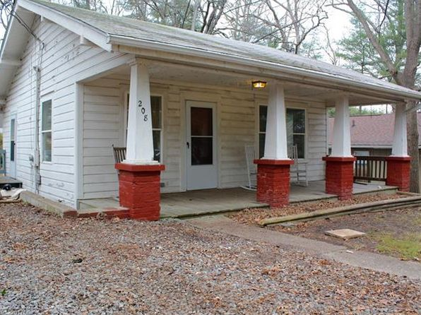 2 bed 1 bath Single Family at 130 HALF CIRCLE LN HENDERSONVILLE, NC, 28791 is for sale at 109k - 1 of 20
