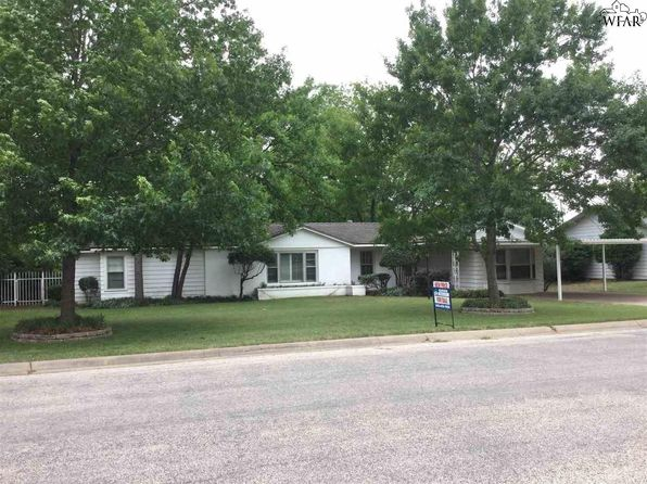 3 bed 2 bath Single Family at 1115 W OAK ST OLNEY, TX, 76374 is for sale at 75k - 1 of 20