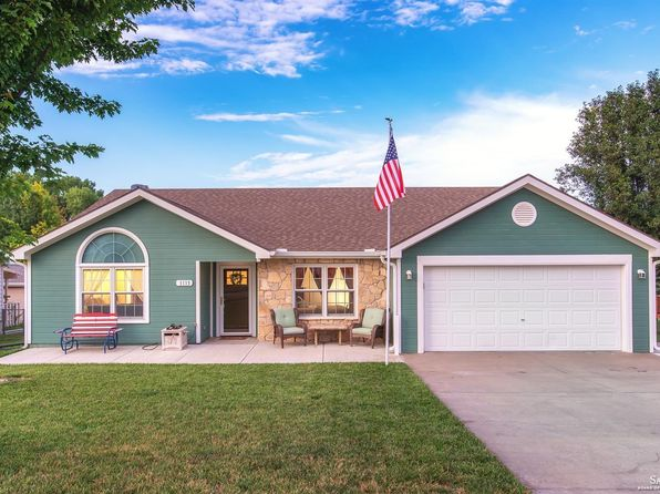 3 bed 2 bath Single Family at 1113 Caroline Ave Junction City, KS, 66441 is for sale at 180k - 1 of 28