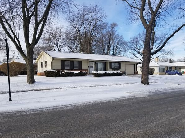 3 bed 1 bath Single Family at 950 Victoria Ln Elk Grove Village, IL, 60007 is for sale at 220k - 1 of 18