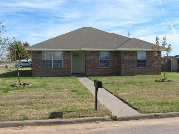 3 bed 2 bath Single Family at 1440 Lariat Trl Henrietta, TX, 76365 is for sale at 94k - 1 of 12