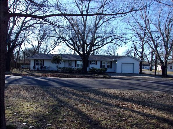 3 bed 2 bath Single Family at 903 Lynn St Bonham, TX, 75418 is for sale at 160k - 1 of 19