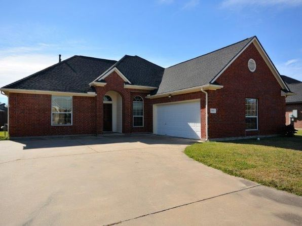 4 bed 2 bath Single Family at 1100 S Belle Dr Angleton, TX, 77515 is for sale at 225k - 1 of 18
