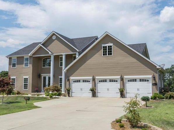 4 bed 5 bath Single Family at 104 Blackwolf Run Ct Caseyville, IL, 62232 is for sale at 430k - 1 of 58