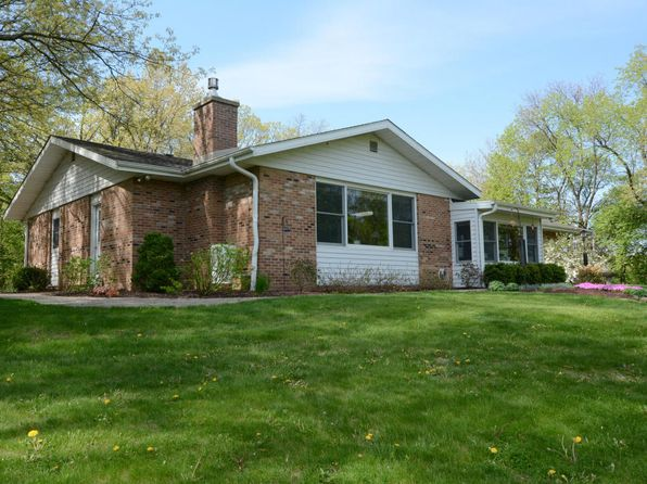 3 bed 3 bath Single Family at 32924 Hill Valley Dr Waterford, WI, 53185 is for sale at 390k - 1 of 25