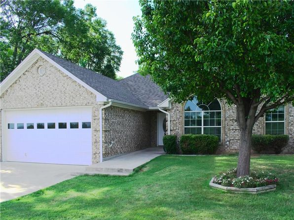 3 bed 2 bath Single Family at 250 W Morris St Rhome, TX, 76078 is for sale at 163k - 1 of 4