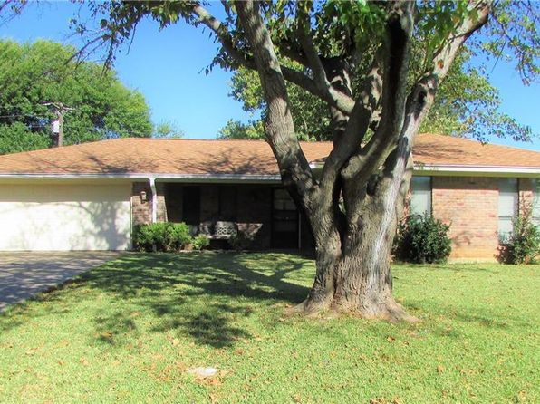3 bed 2 bath Single Family at 301 Bluebonnet St Stephenville, TX, 76401 is for sale at 170k - 1 of 28