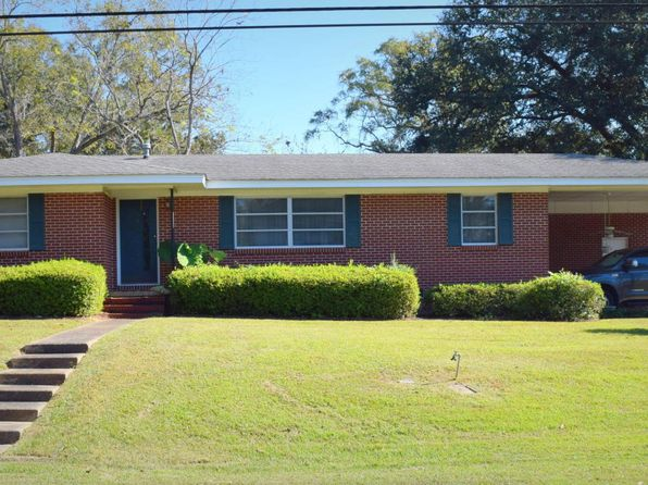3 bed 2 bath Single Family at 1332 Coggin Ave Chipley, FL, 32428 is for sale at 95k - 1 of 17