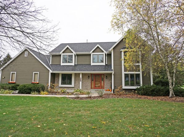 4 bed 4 bath Single Family at 1275 Shelly Ln Hartland, WI, 53029 is for sale at 410k - 1 of 25