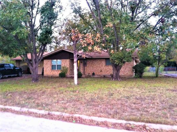 3 bed 3 bath Single Family at 507 Shady Oak St Burnet, TX, 78611 is for sale at 190k - 1 of 17