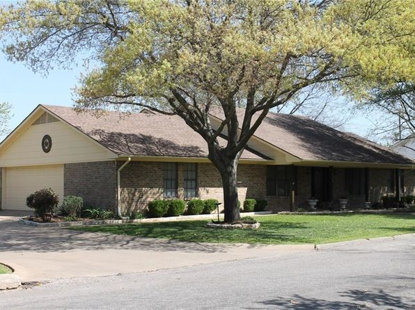 3 bed 3 bath Single Family at 504 Gaddy St Farmersville, TX, 75442 is for sale at 206k - 1 of 24