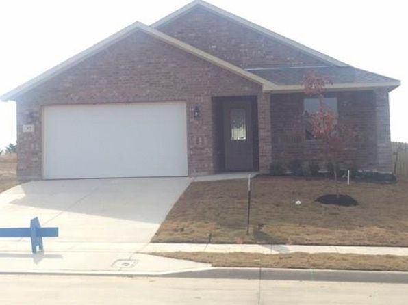 4 bed 2 bath Single Family at 37 S Highland Dr Sanger, TX, 76266 is for sale at 246k - 1 of 11