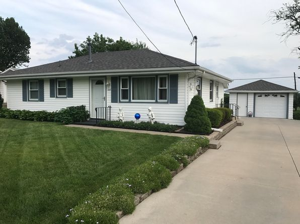 3 bed 1 bath Single Family at 845 NE 51st Ave Des Moines, IA, 50313 is for sale at 135k - 1 of 6