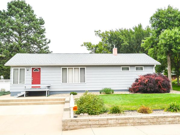 4 bed 2 bath Single Family at 314 W Elizabeth St Pierre, SD, 57501 is for sale at 189k - 1 of 27