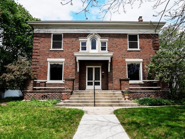 4 bed 3 bath Single Family at 6910 W Wisconsin Ave Wauwatosa, WI, 53213 is for sale at 440k - 1 of 25