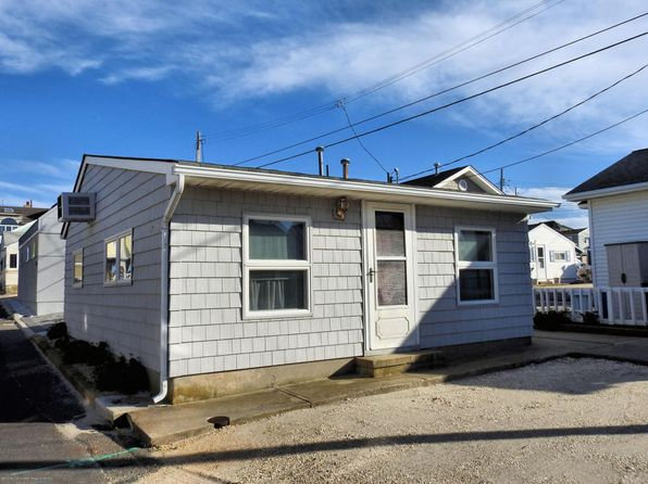 2 bed 1 bath Single Family at 17 E Shell Way Lavallette, NJ, 08735 is for sale at 360k - 1 of 8