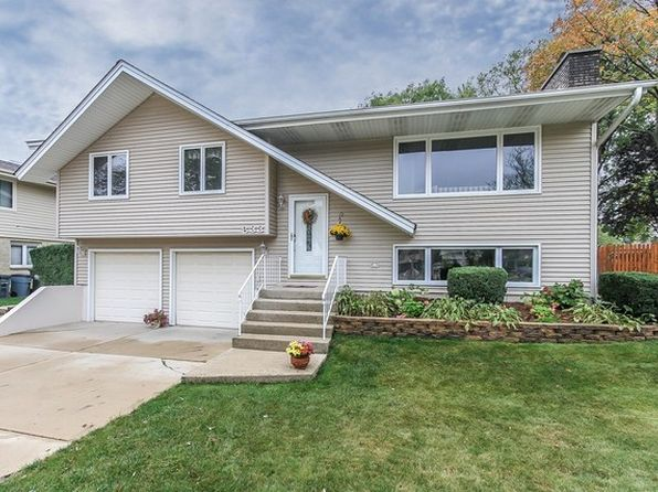 3 bed 2.5 bath Single Family at 833 Pinehurst Ln Schaumburg, IL, 60193 is for sale at 295k - 1 of 24
