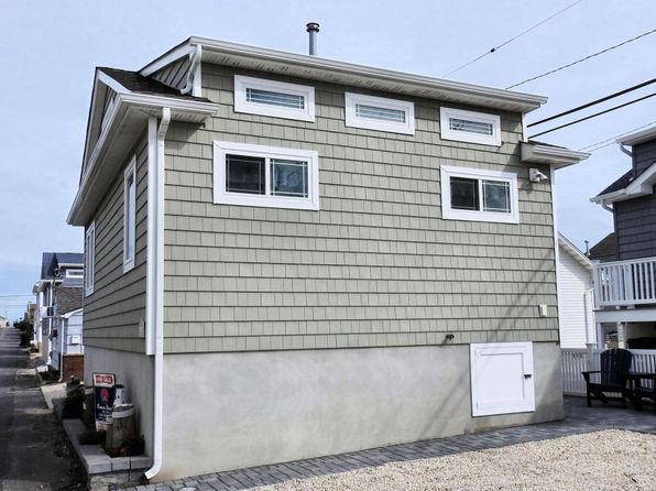 2 bed 1 bath Single Family at 31 E Chadwick Way Lavallette, NJ, 08735 is for sale at 445k - 1 of 16