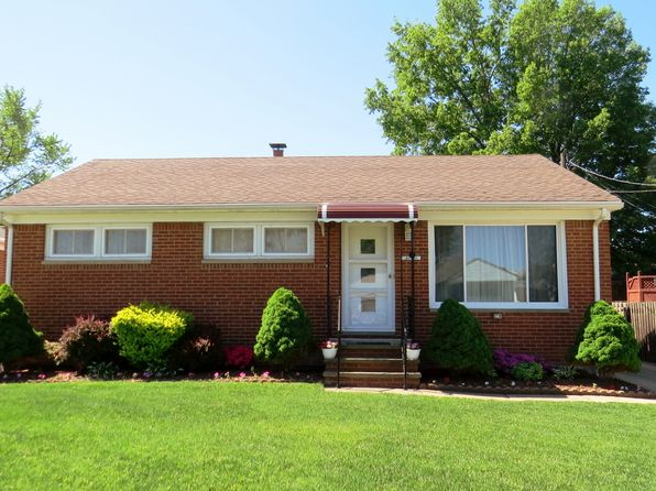 3 bed 2 bath Single Family at 31702 Royalview Dr Willowick, OH, 44095 is for sale at 136k - 1 of 31