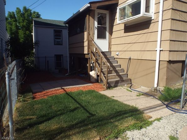4 bed 1 bath Single Family at 251 Dixon Ave Paterson, NJ, 07501 is for sale at 165k - 1 of 3