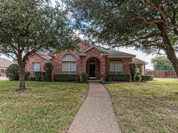 4 bed 3 bath Single Family at 1224 S Haven Hewitt, TX, 76643 is for sale at 258k - 1 of 27