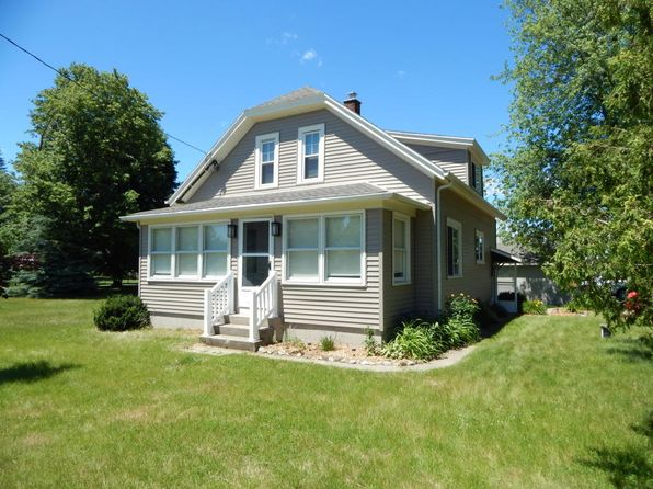 3 bed 1 bath Single Family at 1604 Maple Dale Rd West Bend, WI, 53090 is for sale at 174k - 1 of 5
