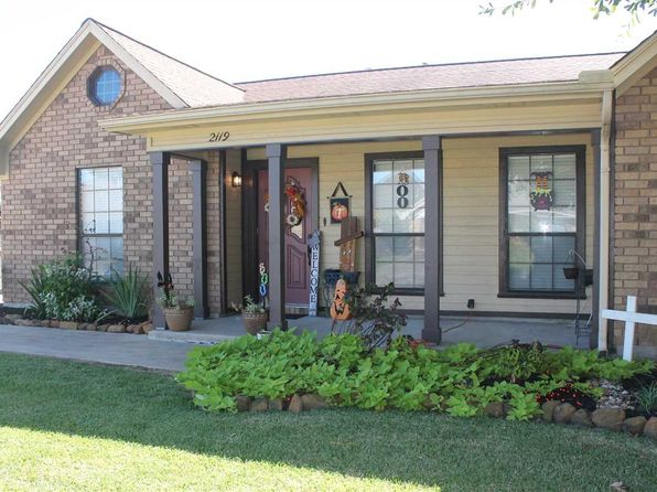 3 bed 2 bath Single Family at 2119 Avenue L Nederland, TX, 77627 is for sale at 212k - 1 of 19
