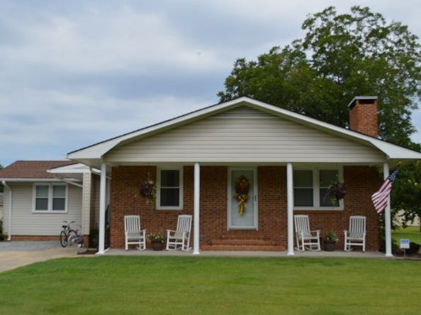 3 bed 1.5 bath Single Family at 105 Camellia Dr Goldsboro, NC, 27530 is for sale at 130k - 1 of 13