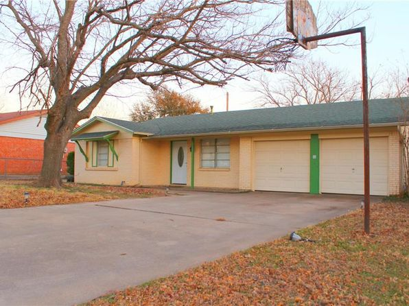 3 bed 2 bath Single Family at 1417 Phillips St Cleburne, TX, 76033 is for sale at 120k - 1 of 21
