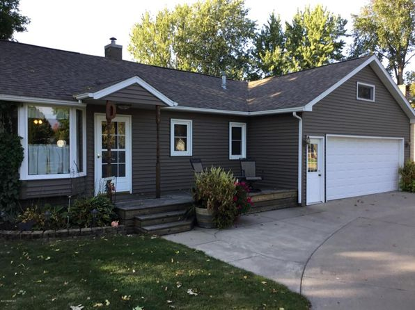 2 bed 2 bath Single Family at 1028 W Lyon Ave Lake City, MN, 55041 is for sale at 195k - 1 of 26