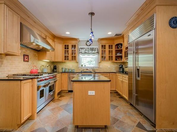 4 bed 3 bath Single Family at 18 Wampus Ave North Castle, NY, 10504 is for sale at 950k - 1 of 7