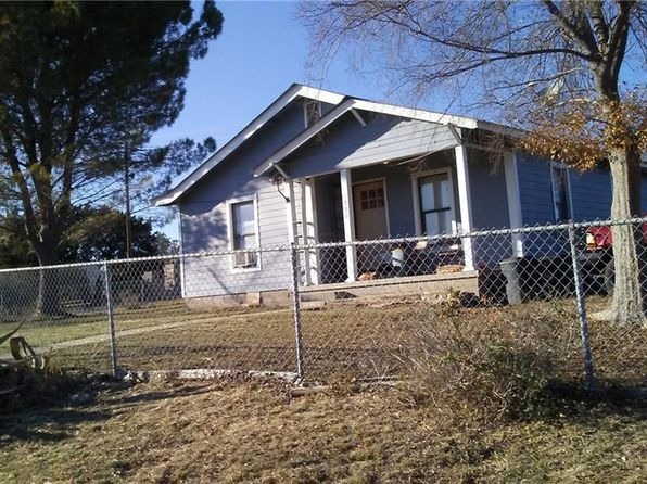 3 bed 2 bath Single Family at 1008 W Avenue E Lampasas, TX, 76550 is for sale at 95k - 1 of 2