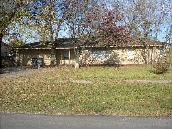 3 bed 2 bath Single Family at 111 E Colonial Dr Lancaster, TX, 75134 is for sale at 137k - 1 of 17