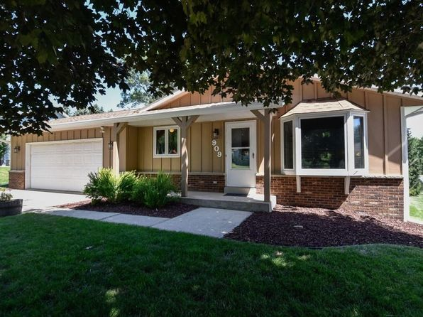 3 bed 2 bath Single Family at 909 Kings Ridge Ct E West Bend, WI, 53090 is for sale at 215k - 1 of 24