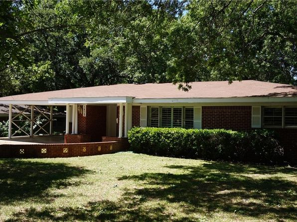 4 bed 3 bath Single Family at 1415 Scenic Dr Graham, TX, 76450 is for sale at 140k - 1 of 18