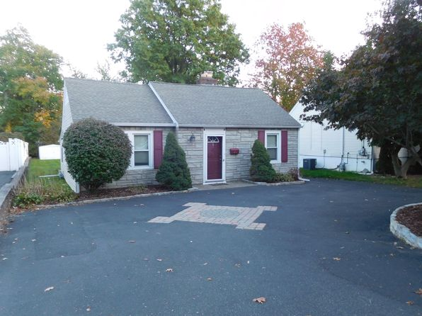 2 bed 1 bath Single Family at 24 Roosevelt Ave Lake Hiawatha, NJ, 07034 is for sale at 290k - 1 of 12