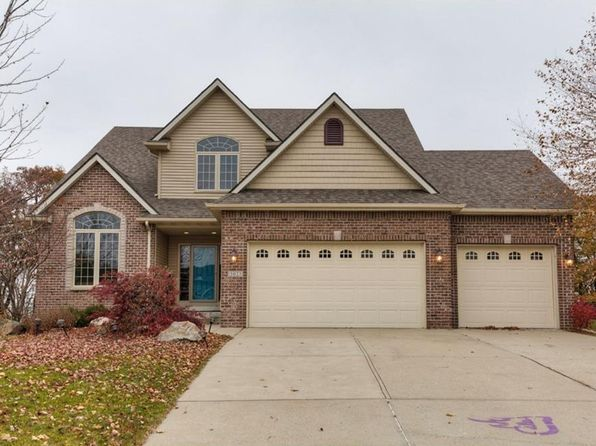 4 bed 2.5 bath Single Family at 5023 Sawyers Dr Des Moines, IA, 50310 is for sale at 360k - 1 of 25