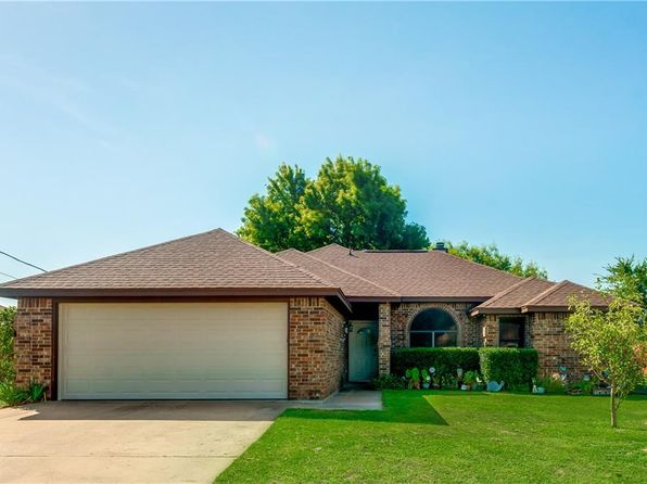 3 bed 2 bath Single Family at 3931 Country Meadows Cir Granbury, TX, 76049 is for sale at 180k - 1 of 29