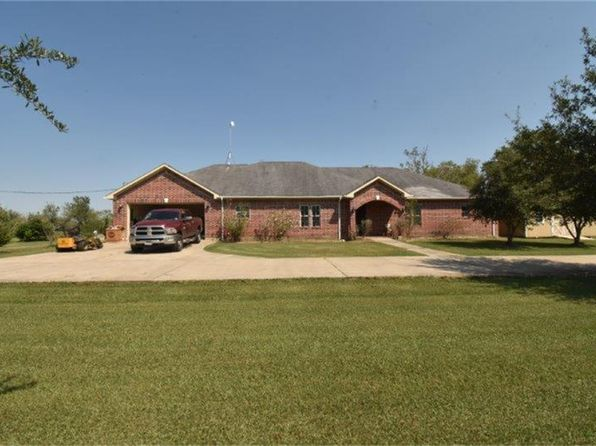 4 bed 3 bath Single Family at 525 Mesquite Hills Rd East Bernard, TX, 77435 is for sale at 400k - 1 of 32