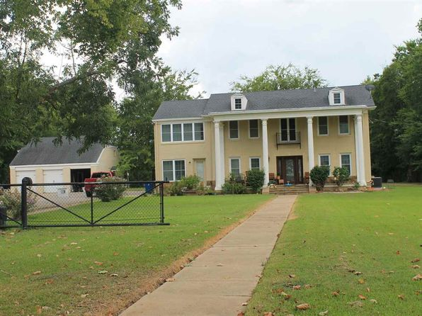 4 bed 2.5 bath Single Family at 300 Knowles St Kilgore, TX, 75662 is for sale at 385k - 1 of 25