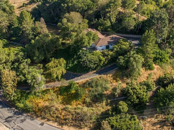 5 bed 3 bath Single Family at 6 Chuckwagon Rd Rolling Hills, CA, 90274 is for sale at 2.00m - 1 of 33