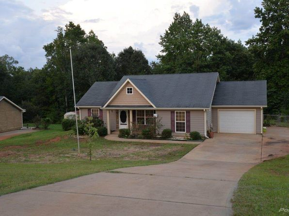 3 bed 2 bath Single Family at 485 Music Row Forsyth Ga Forsyth, GA, 31029 is for sale at 130k - 1 of 7