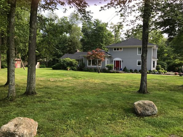 3 bed 3 bath Single Family at 24 Old Sleepy Hollow Rd Pleasantville, NY, 10570 is for sale at 895k - 1 of 19