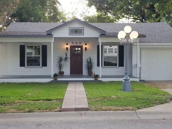 3 bed 2 bath Single Family at 305 W University Ave Waxahachie, TX, 75165 is for sale at 226k - 1 of 9