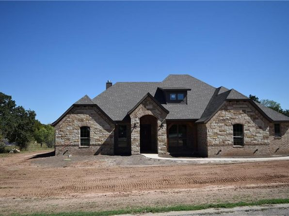4 bed 3 bath Single Family at 105 Lakeside Dr Lipan, TX, 76462 is for sale at 352k - 1 of 16