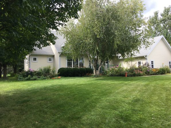 3 bed 3 bath Single Family at W384N7323 Cottonwood Ct Oconomowoc, WI, 53066 is for sale at 340k - 1 of 45